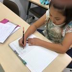 大田区にある書道教室の子どもの硬筆練習中