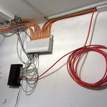 Die Netzwerkdosen, welche miteinander kommunizieren sollen, müssen mit dem Switch verbunden (gepatcht) werden. Ist zudem auch noch ein Internetmodem am Switch angeschlossen, haben alle ebenfalls angeschlossenen Rechner direkten Zugriff auf das Internet.