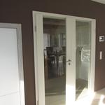 Der Aufwand und auch der hohe Preis haben sich aber gelohnt, die Tür gefällt uns sehr und erweitert den Raum auch großzügig zum Flur hin.