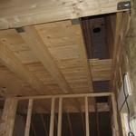 Das Material für den Dachboden haben wir vom Sägewerk aus dem Nachbarort für circa 350,- Euro besorgt. Das Verlegen hat uns etwa einen Tag Arbeit gekostet, der hinzu gewonnene Platz ist unbezahlbar.