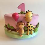 Äffchen und Giräffchen-Torte (Vanillebiskuit, Vanillebuttercreme und Himbeermarmelade)
