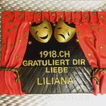 Theater-Torte 35x40 cm (Vanillebiskuit, Vanillebuttercreme und Himbeermarmelade)