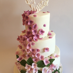 Hochzeitstorte mit Horstensien-Blüten (Unterste Etage: Zitronenmousse / Mittlere Etage: Vanille-Himbeere / Oberste Etage: Vanille-Zitrone)