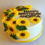 Spätsommerliche Geburtstagstorte mit Sonnenblumen