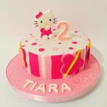 Hello Kitty-Torte (Schokoladenbiskuit mit Vanillebuttercreme)