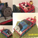 Lokomotive mit Tier-Anhänger (Schokoladenbiskuit mit Vanille-Sirup und Vanillebuttercreme)