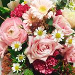スタッフの皆様からお花を頂きました。