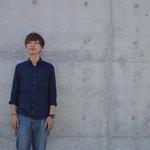 コンクリートを背に写るよっちゃん 撮影:山口美優