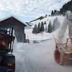 Fahrbahnfräsarbeiten in Stubenbach, mit Rolba 1500. Links: Testgerät Reform - Muli T10 X Hybridshift