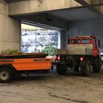 Blumenerdetransport zur Deponie, mit U1600 und Containerhänger