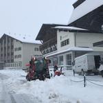 Schneeräumung Gehsteige mit Holder-Pflug