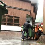 Müll Friedhof verladen, mit U1600 und Containerhänger