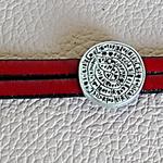 bracelet en cuir rouge ; disque de Phaistos ; cadeau noces