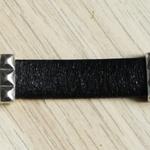 bracelet noir en cuir ; bracelet masculin ; offrir un cadeau à un homme