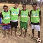 Teilnehmer vom Zentrum La Siesta, die in die UniAteneu eingetreten sind: von links: Jefferson Silva (22, blaue Shorts), Gabriel Galdino (19, grüne Shorts) und Matheus Almeida (18, weiße Shorts)