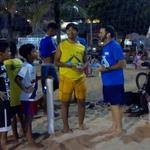 Beach Soccer Teilnehmer Gildo Filho beim Snack Empfang mit Dito rechts
