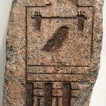 Granitblock mit dem Horusnamen des Cheops aus Bubastis
