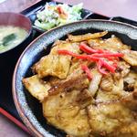 豚丼(お味噌汁・漬物付)600円(税込) ※2018年6月現在