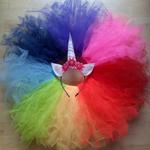 Einhorn Kostüm: pro Farbe 50cm Tüll, Gummiband, Filzplatten, Füllwatte, Glitzergarn, Textilkleber