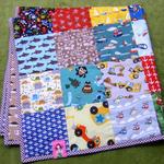 Babydecke Patchwork: Stoffreste Baumwolle, Rückseite 80x80cm Baumwolle, Füllwatte, 3,30m Einfaßband