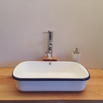 artundcolour fugenloser wandbelag weiss lavabo