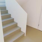 artundcolour fugenloser bodenbelag treppe sandgrau rasato by gobbetto