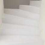 artundcolour fugenlose treppe weiss
