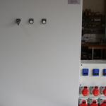 Automatenverteiler mit Steckdosenschrank für die Abfallwirtschaft.