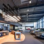 Autohaus Rosier Menden Lichtskulptur Willkommenszone