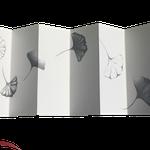 """""""História de uma Ginkgo #2""""- livro feito à mão com papel japonês washi, grafite sobre papel e fita de cetim - medida variável 2018"""