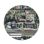Goldsteinareal hinter dem Bahnhof Bad Nauheims (unterer Bildrand) von li nach re: Goldsteinpark, Maschinenzentrale, Alte Wäscherei, Altes Salinengebäude mit Alter Schreinerei und Karree-Bebauung (Alte Wirtschaftsgebäude)