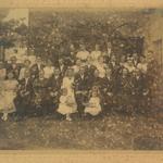 Hochzeitsfoto zur Hochzeit von Sidonie Bräuer und Arthur Müller in Seelingstädt ca. 1920. Ganz links ist Milda Elsa Bräuer, verh. Neitsch zu sehen.