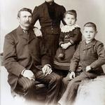 Familie Albert Draake, ca. 1898, aufgenommen im Studio Max Hintze, Stargard.