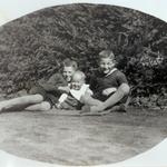 Kurt, Richard und Ernst Neinaß im Gutspark von Großenhagen.