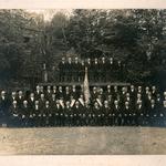 An der Fahne links: Karl Kurt Neitsch mit dem Männergesangsverein Seelingstädt im Jahr 1929.