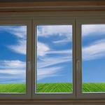 Kunststofffenster mit Fenstersims und Sturzbrett