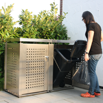 Die Kette der Mülltonnenbox sichert die Mülltonne beim Befüllen
