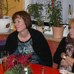 Gerhard, Jutta, Anna und Heinz beim Unterhalten