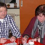 Hier ganz konzentriert unser Präsident und seine Frau gabi beim Bingo spielen