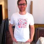 Der Drucker und sein Shirt (Bild: Thomas Waibel/Polygraphicae)