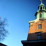 Der Blick aus meinem Schaufenster nach oben auf den Turm der St. Georgs Kirche