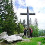 Gipfelkreuz bei der Hütte