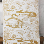 LANDSCAPE in Skagengelb ist eine handgedruckte Tapete von PRINT GARDEN Tapetenmanufaktur in Hamburg