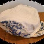 リネンと花柄のコットン素材のハンチング帽です、敢えてエレガントな生地で作ってみました。
