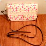 これはお財布バックです、レザーのベルトは取り外しOKです、スウェーデンのチルダの生地に色々な生地のコンビで作りました。