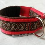 Windhundhalsband, Gurtband rot 4cm, Webband Schnörkel 24mm, gepolstert mit braunem Fleece, Metall-Stopper und D-Ring