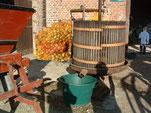 fête de l'automne, pressage des pommes