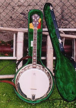 the banjo was made by Dave Boyle
