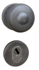 Security set with  central knob and  defender