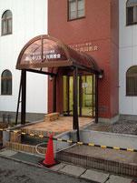 教会入口部分を右から撮影。